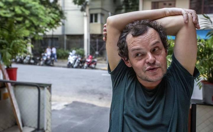O ator Matheus Nachtergaele durante entrevista em uma lanchonete nos Jardins