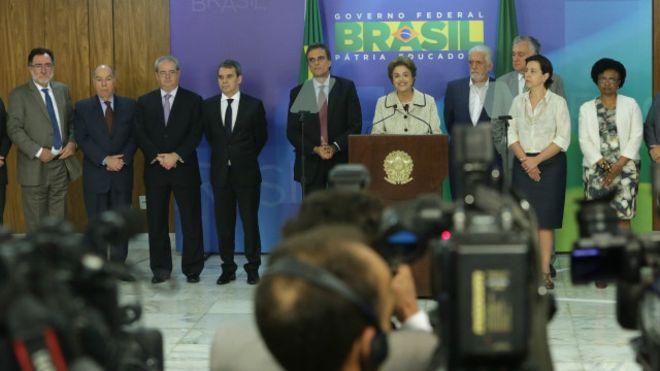 Últimas saídas ocorreram nesta semana, quando membros de partidos que deixaram a base do governo