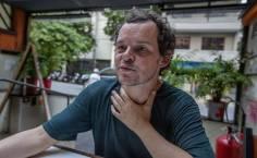 Matheus Nachtergaele durante entrevista em SP