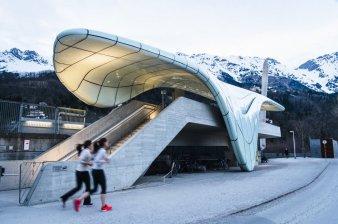 Congress Station, a primeira das estações projetadas por Zaha Hadid em Innsbruck (Áustria).