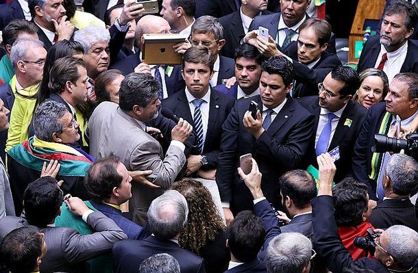 oposição, corruptos, processos, jb, 2