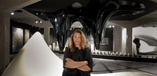Zaha Hadid na exposição 'Beyond Boundaries, Art and Design', da Ivorypress, realizada em Madri, em 2012.