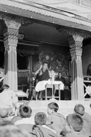 O Dalai Lama teve de fugir do Tibete e se refugiou na Índia depois da revolta tibetana de 1959 contra a China