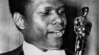 Sidney-Poitier-Wining-an-Oscar