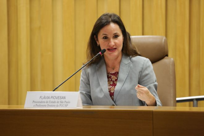 Flavia Piovesan assumirá secretaria dos Direitos Humanos, que ficará sob guarda-chuva do Ministério da Justiça.
