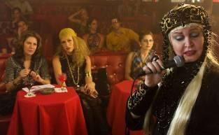 Elke Maravilha - à direita- interpreta cantora alemã em filme sobre Zuzu Angel, com Patrícia Pillar como Zuzu e Luana Piovani como a jovem Elke, sua amiga.
