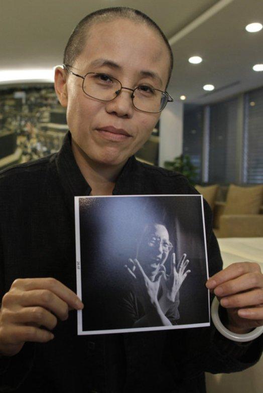 """2010 - O comitê norueguês do Prêmio Nobel concedeu ao dissidente chinês Liu Xiaobo, """"incansável lutador pela liberdade desde o massacre de Tiananmen em 1989"""". Em 2009, Xiaobo foi julgado e condenado a passar 11 anos em uma prisão chinesa. Seu crime foi ser o autor e promotor da Carta 08, um manifesto pela liberdade de expressão, eleições democráticas e direitos humanos na China."""