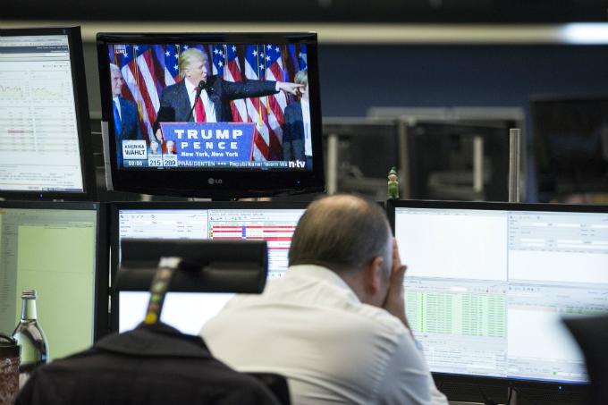 Operador acompanha anúncio do presidente eleito: oscilação do mercado não é motivo para pânico (Alex Kraus/Bloomberg)