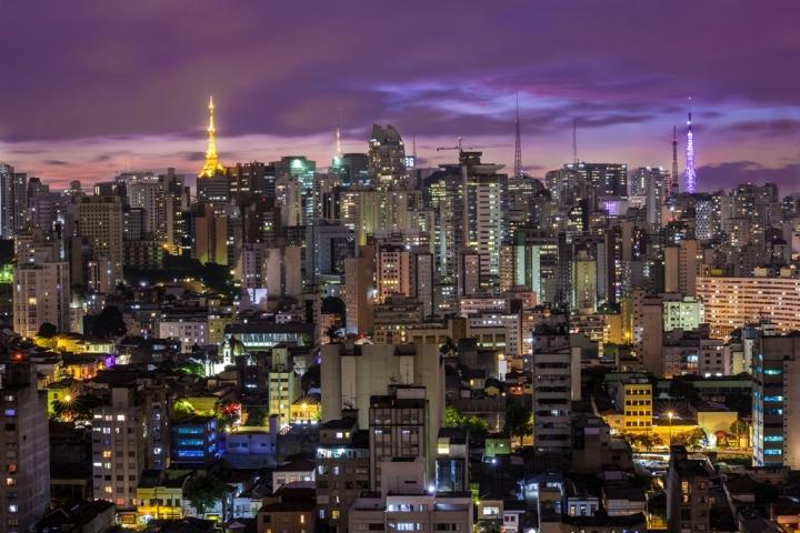 Cidade de São Paulo à noite.