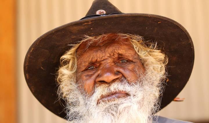 Tommy George, que morreu em julho, era o último falante de awu laya, uma língua aborígene da Austrália. MARK KOLBE GETTY IMAGES)