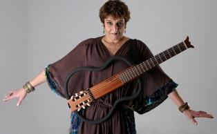 6 de maio - 1958 – Fátima Guedes, cantora e compositora brasileira.