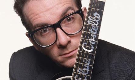 25 de Agosto — 1954 — Elvis Costello, músico britânico.
