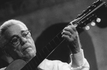 27 de Maio - 2006 — Dino 7 Cordas, violonista brasileiro (n. 1918).