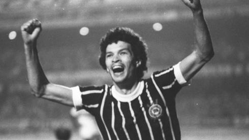 19-de-fevereiro-socrates-futebolista-brasileiro