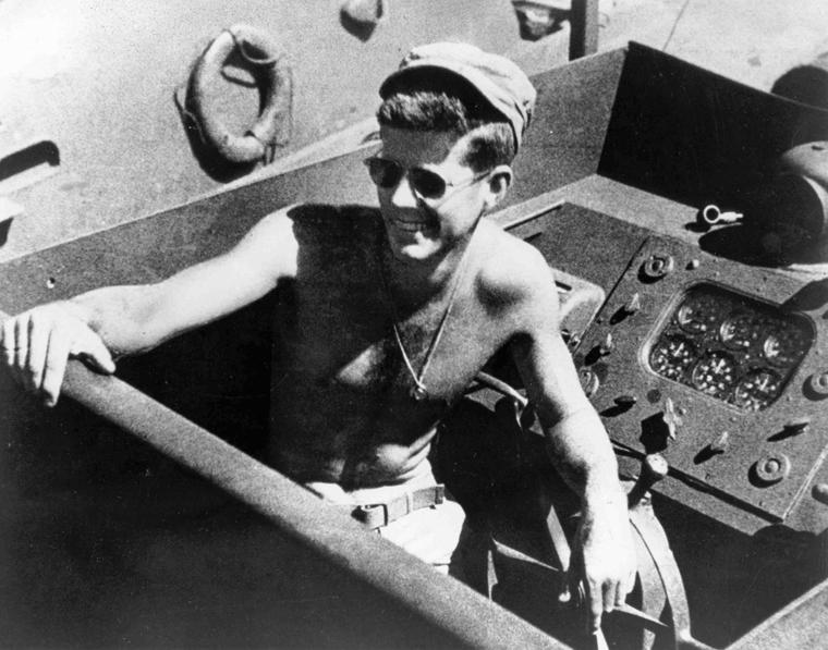 Lt. John F. Kennedy abordo do barco PT-109