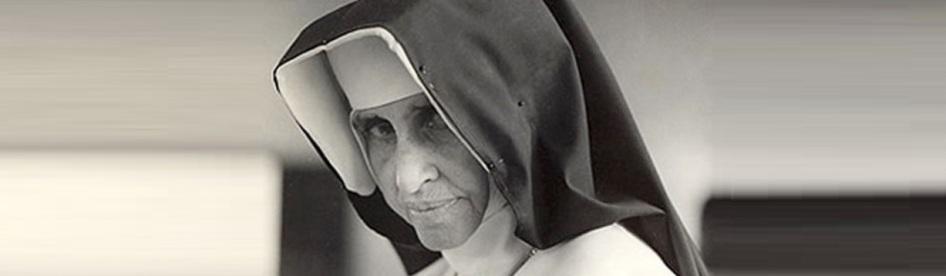 26 de Maio - 1914 – Irmã Dulce, religiosa brasileira de perfil.