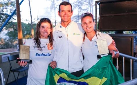 22 de Julho - Torben Grael - 1960 – 57 Anos em 2017 - Acontecimentos do Dia - Foto 14 - Com sua filha Martine Grael (esquerda) e Kahena Kunze - as campeãs olímpicas nos Jogos do Rio