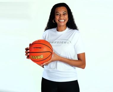 23 de Março - Marta Sobral, jogadora brasileira de basquete.