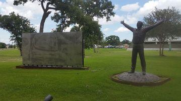 27 de Março - Painel do John Gleen e estátua do Gagarin em Houston, proximo ao antigo escritório da NASA em Wayside Drive