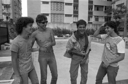 21 de Maio - 1962 - Roberto Frejat, com o Barão Vermelho, na época de Cazuza.