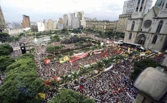 1 de Abril - 1964 — Início do Regime militar no Brasil - Acontece o comício das Diretas Já na Praça da Sé, em São Paulo.
