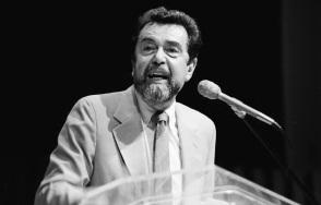 31 de Março - 1924 — Leo Buscaglia, escritor estado-unidense (m. 1998).