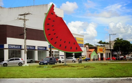9 de Maio - Monumento de uma fatia de melancia — Teixeira de Freitas (BA).