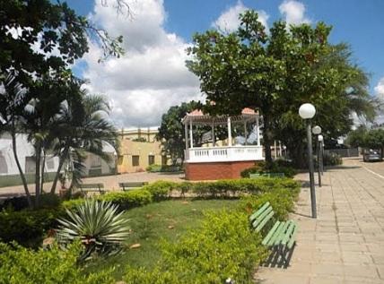 3 de Agosto – Praça e o coreto — Araripe (CE) — 142 Anos em 2017.
