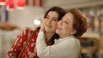 15 de Setembro – Fernanda Torres - 1965 – 52 Anos em 2017 - Acontecimentos do Dia - Foto 17 - Fernanda Torres com sua mãe, Fernanda Montenegro.