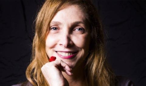 12-de-fevereiro-adriana-falcao-roteirista-e-diretora-brasileira