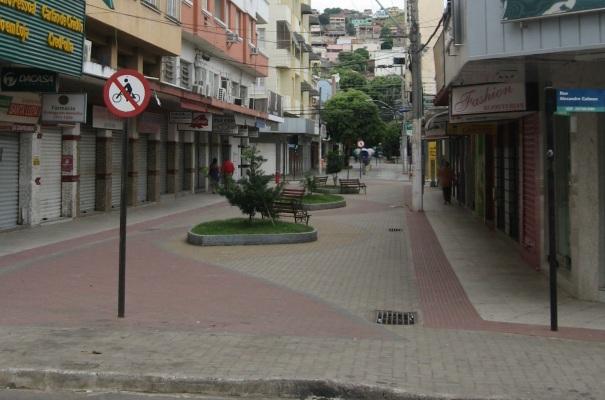22 de Agosto — Calçadão da Rua Geraldo Pereira, esquina com a Rua Alexandre Calmon no Centro — Colatina (ES) — 96 Anos em 2017.