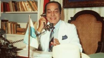 16 de Junho - 1911 – Paulo Gracindo, ator brasileiro, como Odorico Paraguaçu, em 'O Bem Amado'.