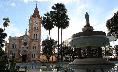 15 de Maio - Monte Alto (SP) - Praça Central.
