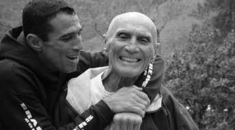 1 de Outubro - Hélio Gracie - 1913 – 104 Anos em 2017 - Acontecimentos do Dia - Foto 5 - Royler e Hélio Gracie.
