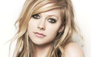 27 de Setembro – 1984 – Avril Lavigne, cantora canadense.