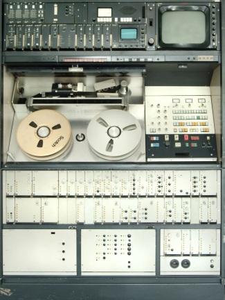 14 de Abril - Quadruplex foi o primeiro formato de videotape usado em televisão comercial, originalmente criado pela AMPEX.