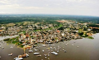2 de Agosto – Vista aérea da cidade — Coari (AM) — 85 Anos em 2017.