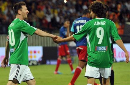24 de Junho - O jovem Lionel era fã incondicional do meia Pablo Aimar, meia histórico do River Plate.
