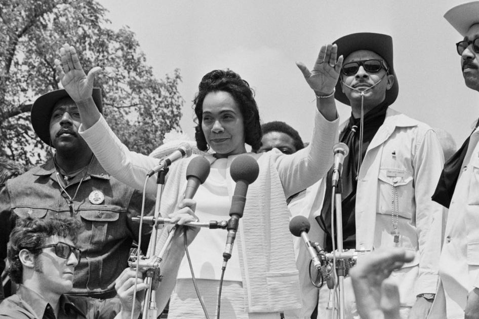 27 de Abril - 1927 - Coretta King, ativista estadunidense (m. 2006).