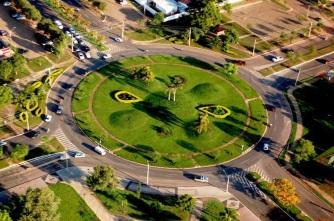 20 de Maio - Rotatória arborizada - Palmas (TO) 28 Anos.