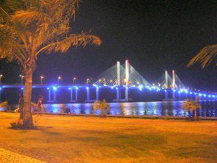 Ponte Aracaju-Barra dos Coqueiros à noite.