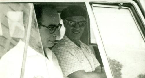 12 de Abril - 1932 - Waldo Vieira, médico brasileiro fundador da Conscienciologia, com Chico Xavier no carro.