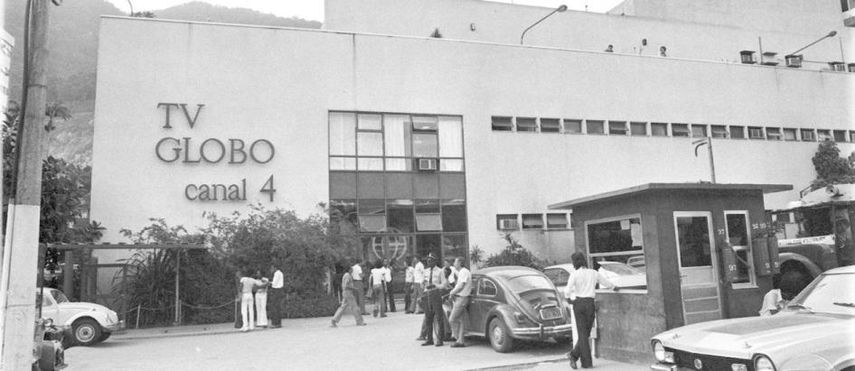26 de Abril - 1965 — É inaugurada no Rio de Janeiro a TV Globo, que se tornaria a Rede Globo de Televisão.