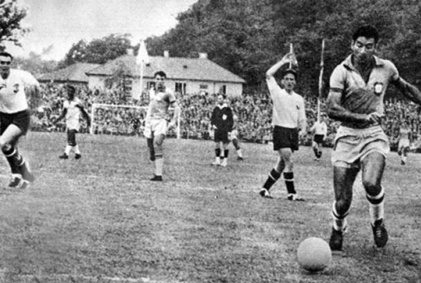 16 de Maio - Nilton Santos na seleção - o primeiro lateral esquerdo a apoiar o ataque.