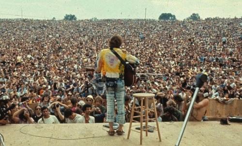 15 de Abril - Iacanga, município brasileiro do estado de São Paulo - Woodstock Brasileiro - Festival de Águas Claras.