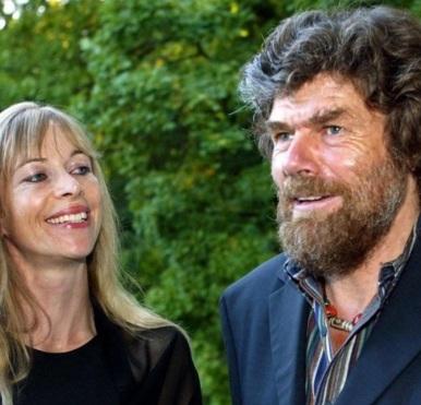17 de Setembro – Reinhold Messner - 1944 – 73 Anos em 2017 - Acontecimentos do Dia - Foto 8 - Reinhold Messner com a esposa, Sabine Stehle.
