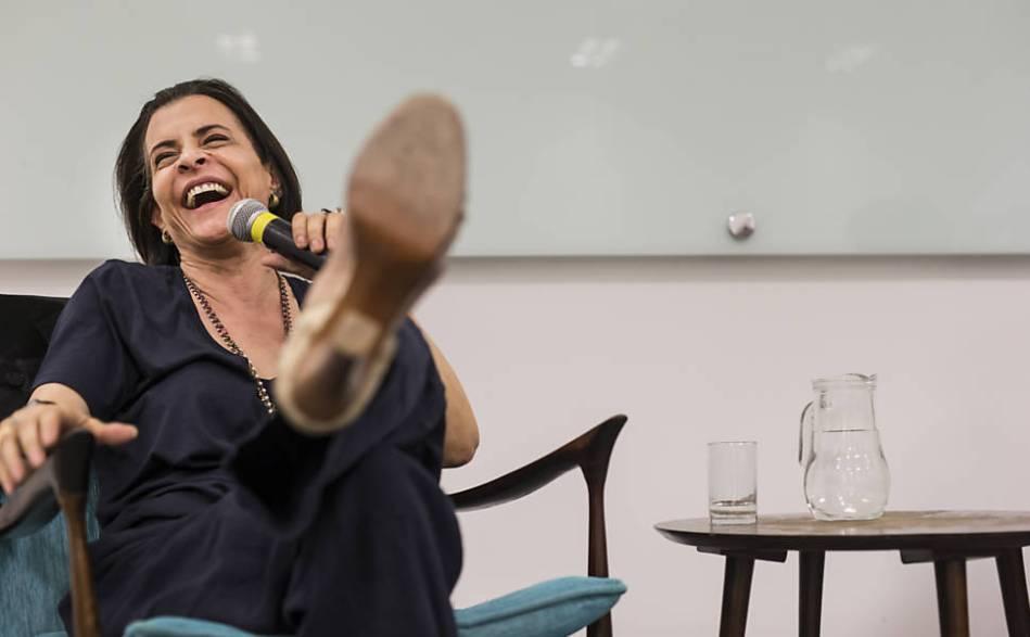 A cantora Marina Lima participa de bate-papo sobre sua vida e carreira, no Sesc da Bela Vista, peguntando