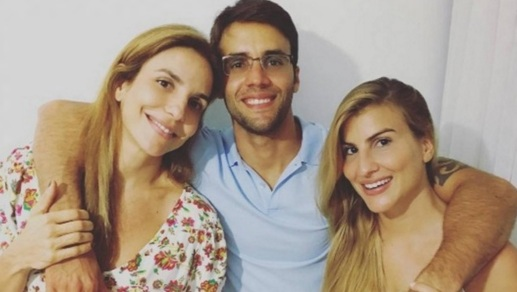 27 de Maio - Ivete Sangalo aparece sem maquiagem e ao lado do marido, Daniel Cady, em registro íntimo