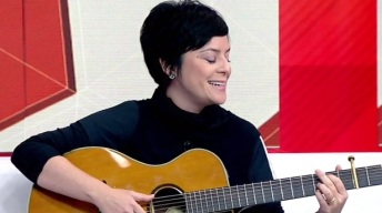 25 de Agosto — Fernanda Takai - 1971 – 46 Anos em 2017 - Acontecimentos do Dia - Foto 8.