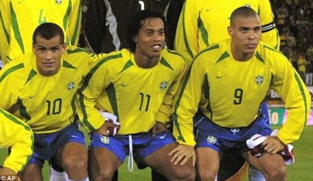 19 de Abril - Rivaldo, Ronaldinho Gaúcho e Ronaldo Fenômeno.
